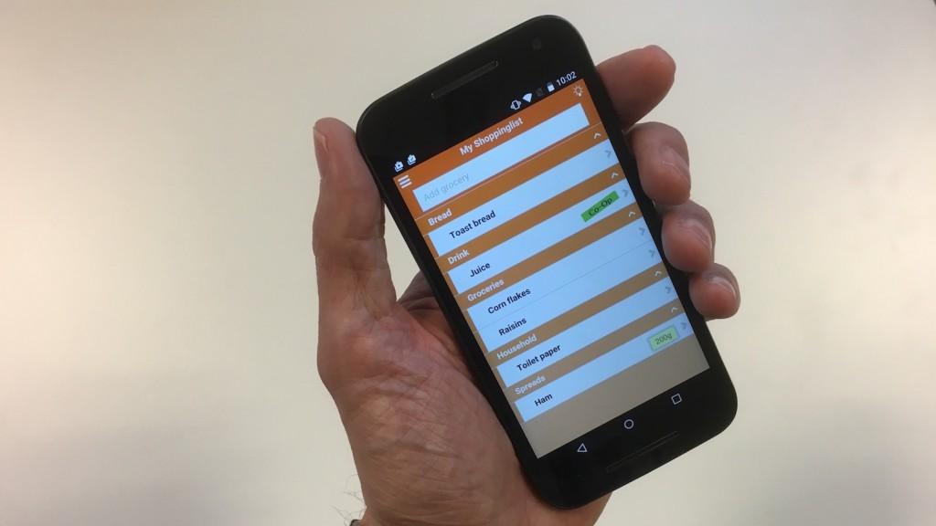 mans-hand-holding-grosh-app-1600